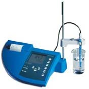 Laboratory pH meters with maximum measurement reliability